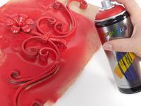 Farby i lakiery w sprayu sposobem na kolorowe dekoracje do domu