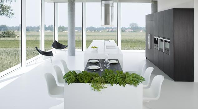 Futurystyczne aranżacje kuchni. Biała kuchnia z czarnymi meblami