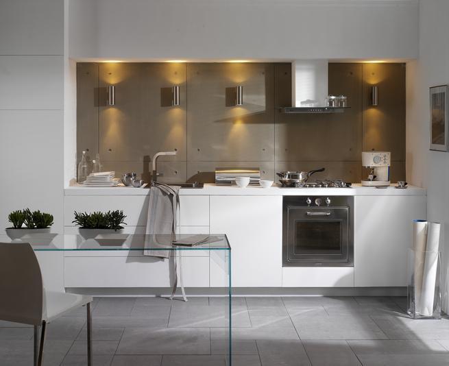 Nowoczesna, biała kuchnia. Styl minimalistyczny