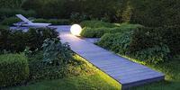 Jak zaplanować oświetlenie ogrodu? Dekoracyjne lampy ogrodowe
