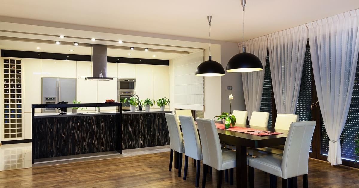 Nowoczesna kuchnia z jadalnią w eleganckim wydaniu -> Kuchnia Amica Drzwi