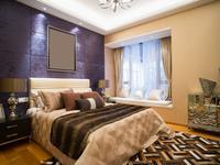 Ściana tapicerowana w sypialni - pomysł na aranżację w stylu glamour