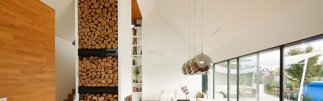 Panele podłogowe na ścianie – nowy trend w wykańczaniu wnętrz
